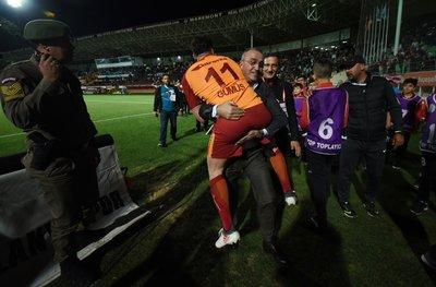 Alanyaspor-Galatasaray mücadelesinden kareler