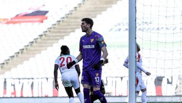 Göztepe'de Arda Özçimen ilk maçında penaltı kurtardı