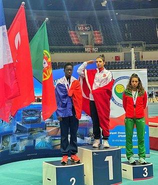 Şampiyon sporcu madalyasını şehitlere ve Başkan Erdoğan'a armağan etti