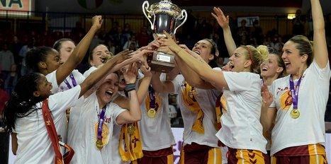 Bakan Bak, Galatasaray Kadın Basketbol Takımı'nı tebrik etti