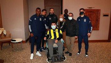 Fenerbahçeli futbolculardan anlamlı davranış