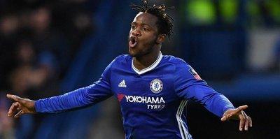 Premier Lig'de Chelsea ipi göğüsledi