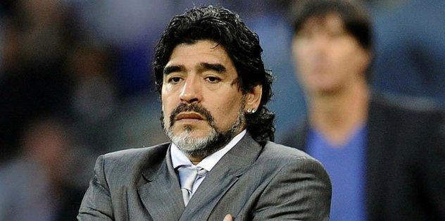 Maradona omzundan ameliyat edildi