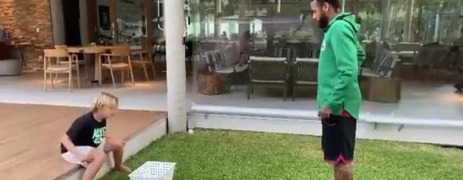Neymar'dan oğluna yumurtalı şaka! | İZLEYİN