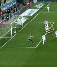 Fenerbahçe - Osmanlıspor maçında tartışmalı gol! Çizgiyi geçti mi?