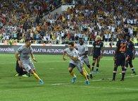 Yeni Malatyaspor - Medipol Başakşehir maçından kareler...