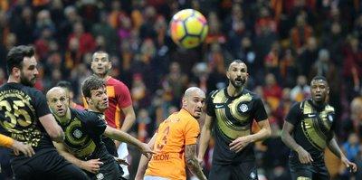 G.Saray - Osmanlıspor maçında tartışmalı karar!