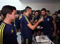 Takım arkadaşlarından Volkan Demirel'e sürpriz doğum günü