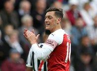 Mesut Özil rekor teklifi elinin tersiyle itti!