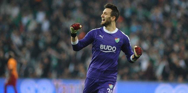 Bursaspor kalecilerden 27.5 milyon TL kazandı