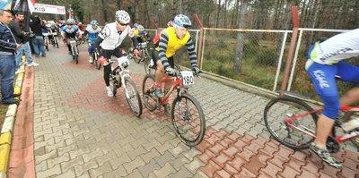 800 bisikletçi zirveye pedal çevirdi