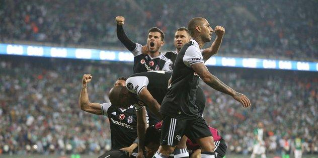 Beşiktaş, Gaziantep'te şampiyon sloganıyla karşılandı
