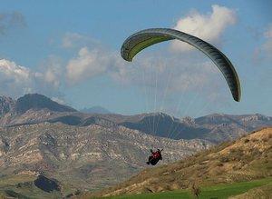 Cudi Dağında yamaç paraşütü etkinliği