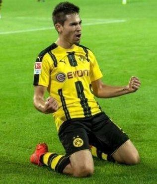 Borussia Dortmund Guerreiro'nun sözleşmesini uzattı