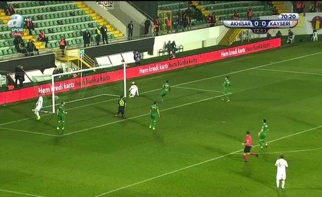 Artem Kravets mutlak golü kaçırdı!