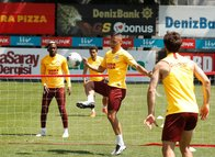 Galatasaraylı futbolculardan ayak tenisi! Emre Akbaba...