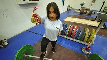 Son dakika spor haberi: Kollarını güçlendirmek için başladığı halterde şampiyonluğa uzandı! İşte Ayşe Şirip'in hikayesi...