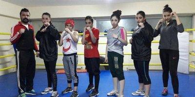 Kadın boksörler madalya için ringe çıkacak