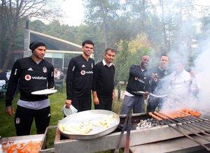 Beşiktaş'ta antrenman sonrası barbekü partisi