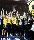 Karşıyaka'dan kovuldu AEK'yı şampiyon yaptı
