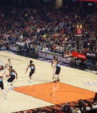 NBA maçında Elazığ ve Malatya'ya destek! İşte Cedi Osman'ın paylaştığı o görüntü