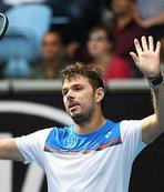 Avustralya Açık'ta eski şampiyon Wawrinka seribaşı Medvedev'i eledi
