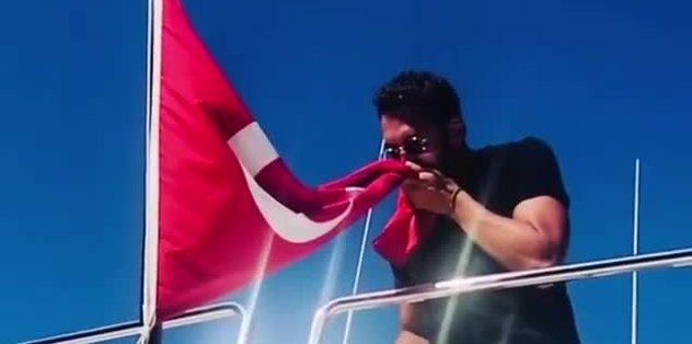Hakan Çalhanoğlu'ndan Ay-Yıldızlı paylaşım! Sevgiyle, özlemle...