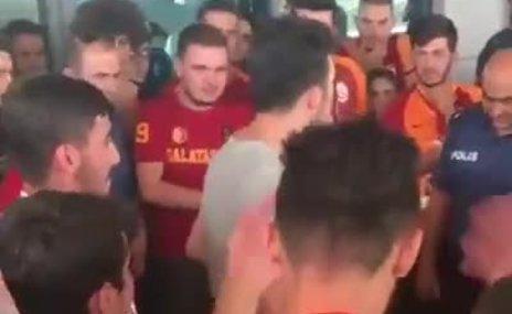 Fenerbahçeli komiser, Galatasaraylı taraftarlarla tezahürat yaptı