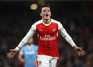 Arsenal'den flaş Mesut Özil kararı!