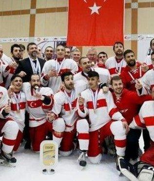 Türkiye Genç Erkek Buz Hokeyi Milli Takımı 2'de 2 yaptı