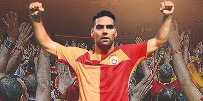 Galatasaray taraftarı çılgına döndü! #YaFalcaoYaİstifa