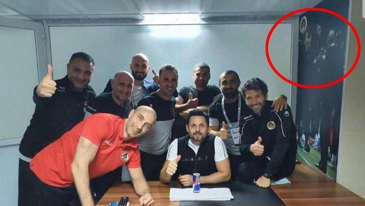 erol bulutun zafer pozunda dikkat ceken detay fatih terim 1592520633886 - Erol Bulut'un paylaşımı olay oldu! Galatasaraylı yönetici...