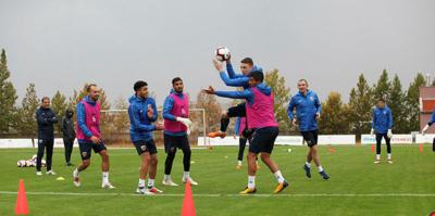 Kayserispor'da 4 futbolcu sınırda