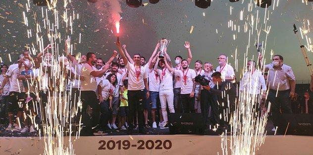 Bandırmaspor şampiyonluğunu kutladı