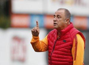 """Ünlü yorumcudan şok Galatasaray sözleri! """"Zavallı..."""""""