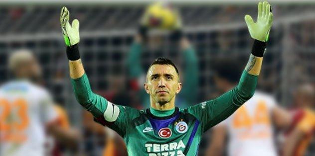 Fernando Muslera Galatasaray'ı sırtlıyor