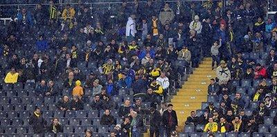 Kadıköy'de Fenerbahçeli yıldıza ıslıklı protesto!