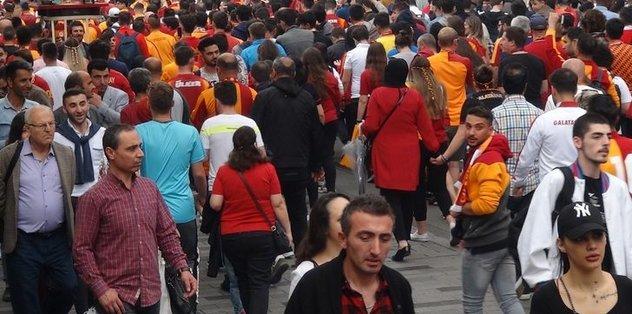 Derbisi öncesi Galatasaray taraftarından Fenerbahçelileri kızdıracak hareket
