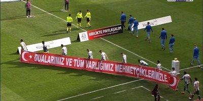 Maç öncesi anlamlı pankart