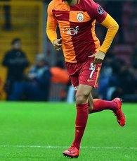 Galatasarayın yıldızı Yasin Öztekin Beşiktaşa imzayı atıyor