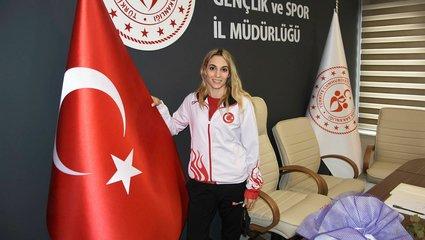 Avrupa ikincisi Göksu Üçtaş Şanlı İzmir'de coşkuyla karşılandı!