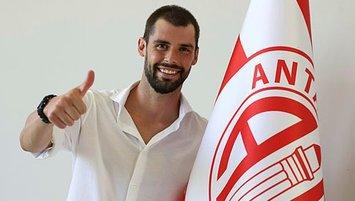 Poli resmen Antalyaspor'da!