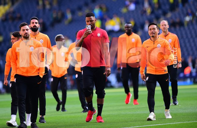 Fenerbahçe-Galatasaray maçı öncesi Belhanda sahaya çıktı ve... İşte o anlar...