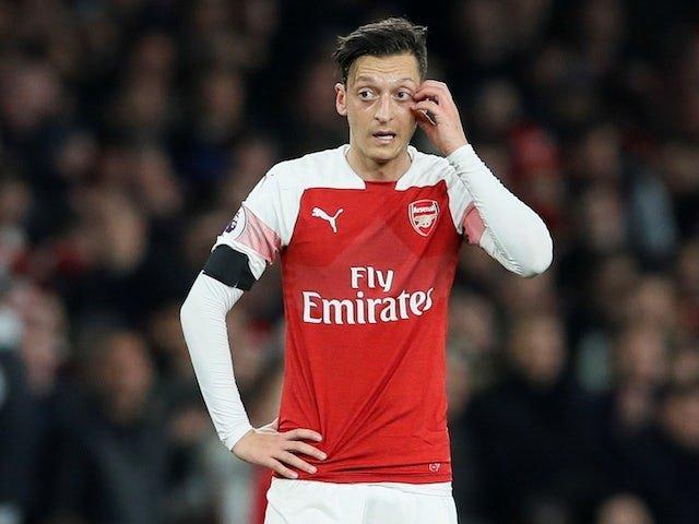 Mesut Özil'e çirkin saldırı! Yerden yere vurdular...