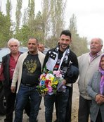 Tolgay Arslan, köyünü ziyaret etti