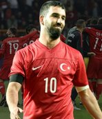 Milli maç sonrası Arda Turan'a olay gönderme!