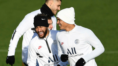 Neymar ve Thiago Silva koronavirüs nedeniyle Paris'ten ayrıldı!