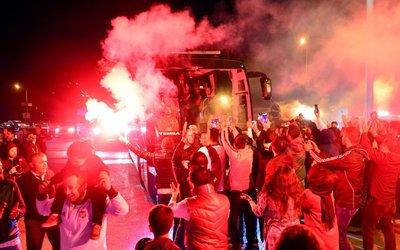 Beşiktaş meşalelerle karşılandı