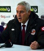 Adanaspor teknik direktör Coşkun Demirbakan'la yollarını ayırdı