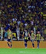 Kadıköy'de yıldız futbolcuya tepki! Islıklandı...